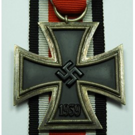IRON CROSS SECOND CLASS 1939 STRAIGHT ARMS.