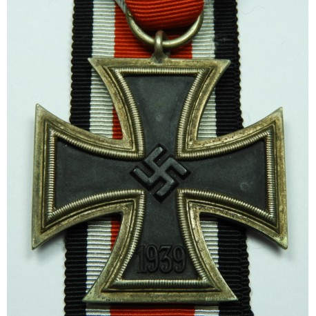 IRON CROSS SECOND CLASS 1939 BY JUNCKER, MAGNETIC.