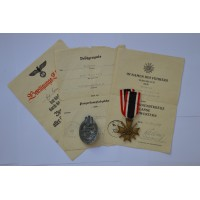 GROUP OF AWARDS TO AN GEFREINTEN 8. Panzer - Regiment 27.
