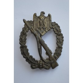 A Bronze Grade Infantry Badge by Juncker.