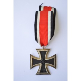 Iron Cross Second Class 1939 marked 122 of marker J. J. Stahl, Strassburg.