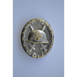 Silver Wound Badge unmarked 30 by Hauptmnzamt Wien.