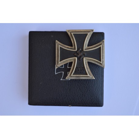 IRON CROSS FIRST CLASS 1939 MARKED 7 BY PAUL MEYBAUER, BERLIN WITH MARKED BOX.