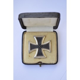 IRON CROSS FIRST CLASS 1939 UNMARKED BY WILHELM DEUMER, WITH BOX.