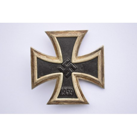 IRON CROSS FIRST CLASS 1939 MARKED 7 BY PAUL MEYBAUER, BERLIN.