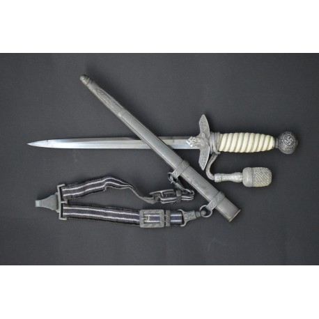 2nd Model Luftwaffe Dagger with handle.