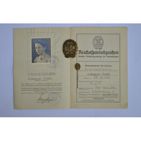 A set of  Sport Badge Bronze DRL and documents of one person.