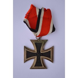 Iron Cross Second Class 1939 marked 25 maker Arbeitsgemeinschaft der Graveur- Gold- und Silberschemiedeinnungen.