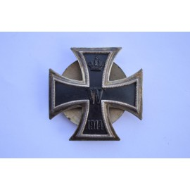 An Iron Cross First Class 1914 screw back marked 800.