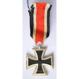 Iron Cross Second Class 1939 marked 40 of maker Berg & Nolte, Lüdenscheid.