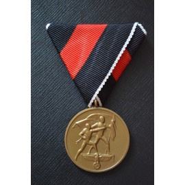 A COMMEMORATIVE MEDAL 1. OCTOBER 1938 ON TRIANGULAR RIBBON.
