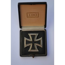 An Iron Cross First Class 1939 marked L/13 by Meybauer, Screwback Type with Case of Issue