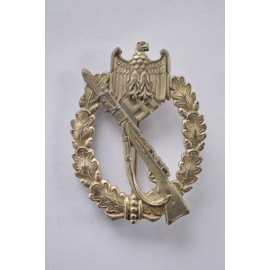 Infantry assault badge in silver, marked CW by Carl Wild, Hamburg.