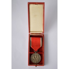 COMMEMORATIVE MEDAL 13 MARCH 1938 WITH CASE.