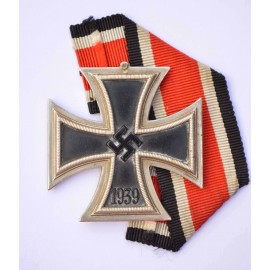 IRON CROSS SECOND CLASS 1939 BY JUNCKER.