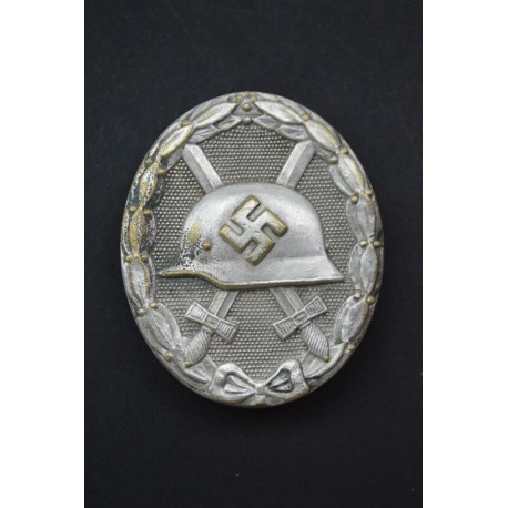 Silver Wound Badge with wide pin marked 30 by Hauptmnzamt Wien