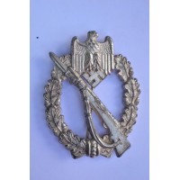 Infantry assault badge in silver, marked MK in triangle by Metall und Kunststoff
