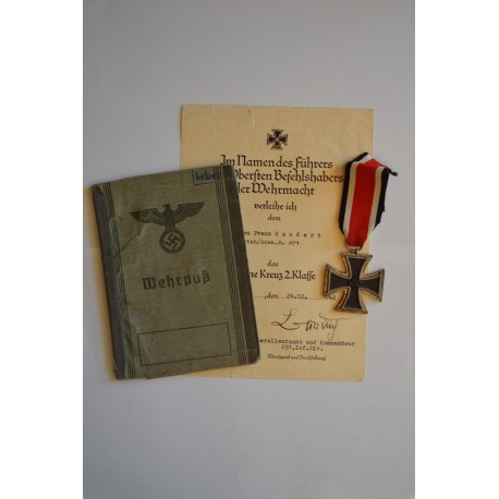GROUP OF AWARDS TO AN GEFREINTEN 3./Gren.Rtg.18