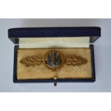 An Early Bronze Grade Luftwaffe Squadron Clasp for Bomber Pilots in its Original Case of Issue
