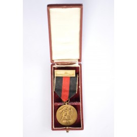 MEDAL TO COMMEMORATE 1 OCTOBER 1938 WITH PRAGUE CLASP MARKED L/16 MAKER STEINHAUER & LÜCK IN BOX