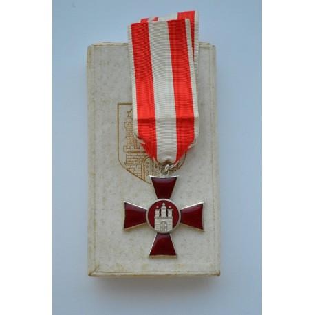Hamburg Hanseatic War Cross 1914 mint with rare box.