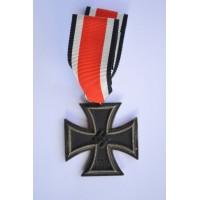 """Iron Cross Second Class 1939 marked """"7"""" maker Paul Meybauer, Berlin."""