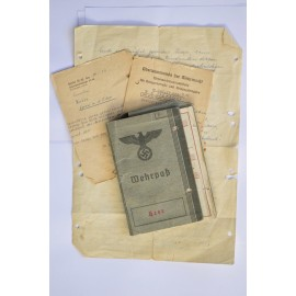 Grouping Documents originating from the German soldier II war. Wehrpass & documents.