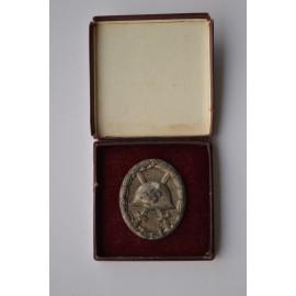 Wound Badge Silver marked L/53 with case maker Hymmen & Co., Lüdenscheid.