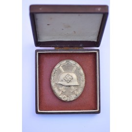 Wound Badge Silver marked 30 by Hauptmnzamt Wien with case.