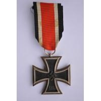 """Iron Cross Second Class 1939 marked """"21"""" maker Gebruder Godet & Co, Berlin."""
