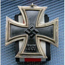 IRON CROSS SECOND CLASS 1939 Ubergrosse called Ritterkreuzgrosse with enwelope.